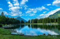 Der Arnisee auf der Arni-Alp befindet sich im Herzen der Schweiz im Kanton Uri auf 1370 m ü. M.