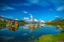 Der Stellisee (2'537 m) ist der prominenteste See von Zermatt.