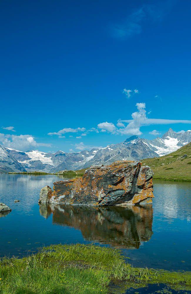 Der Stellisee ist ein Bergsee in der Nähe von Zermatt