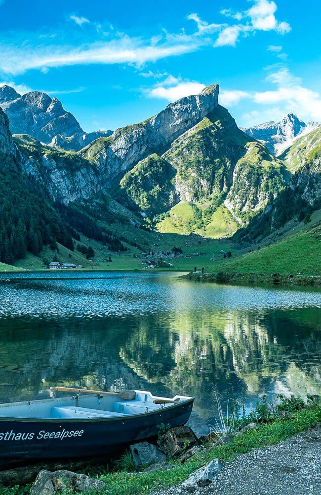 Der Seealpsee ist ein auf 1141 m ü. M. liegender See im Alpsteingebiet
