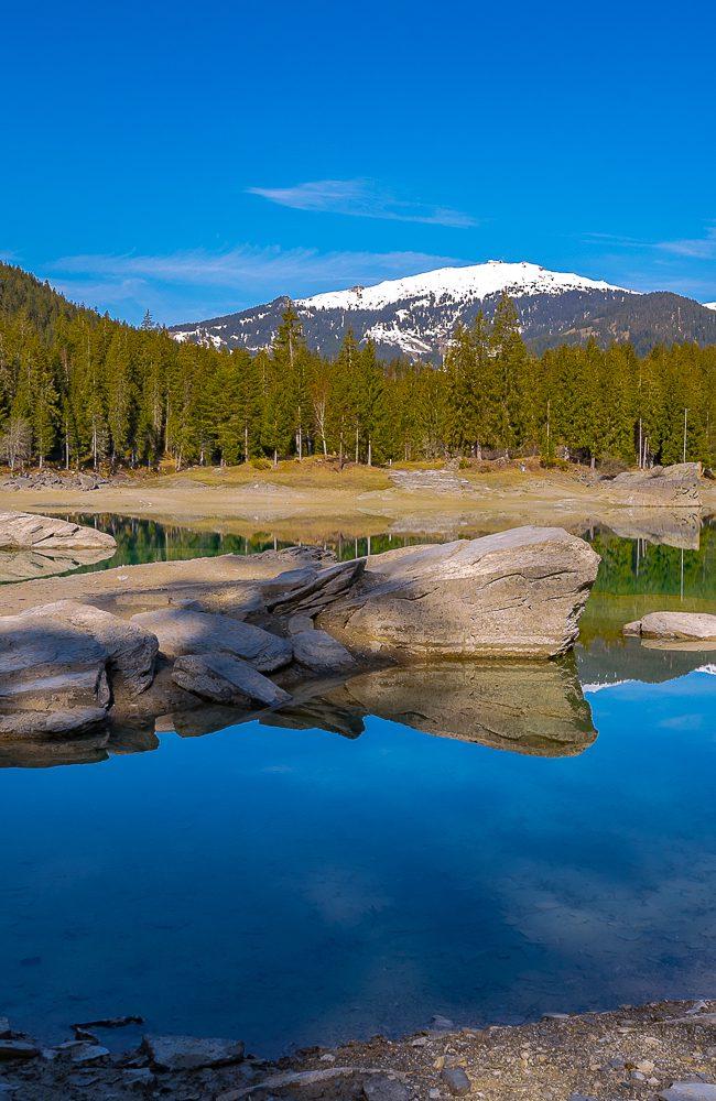Der malerische Caumasee bei Flims gehört zu den schönsten Schweizer Bergseen.