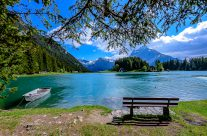 Den bekannten Urner Bergsee erreicht man direkt in sechs Minuten mit der Lutfseilbahn vom Dorf Intschi, oder von Amsteg