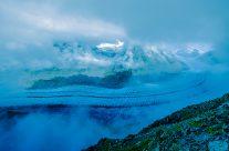 Der Grosse Aletschgletscher ist der flächenmässig grösste und längste Gletscher der Alpen.