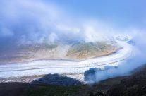 Ein Phänomen der Superlative – 23 Kilometer lang, über 80 Quadratkilometer gross, 11 Milliarden Tonnen schwer – der Grosse Aletschgletscher, der längste Gletscher der Alpen.